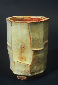 Vase shino facet